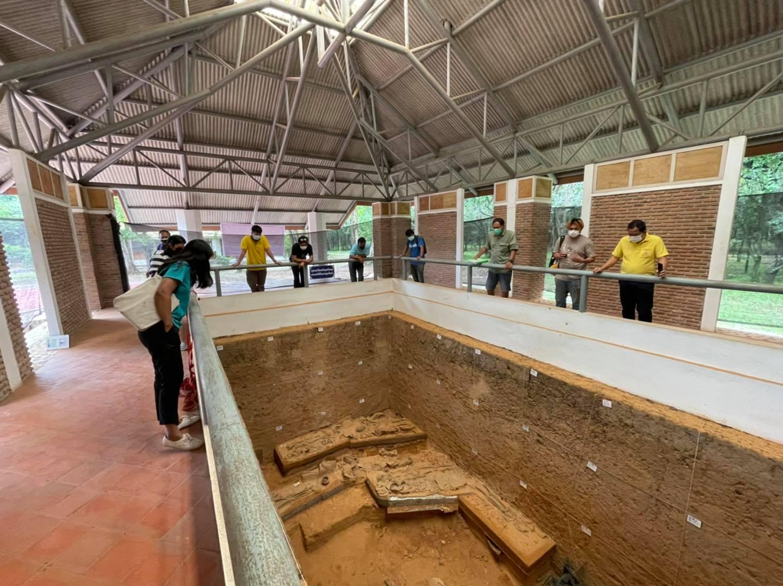ตรวจรับงานโครงการอนุรักษ์และปรับปรุงหลุมขุดค้นทางโบราณคดีแหล่งโบราณโนนเมือง ตำบลชุมแพ อำเภอชุมแพ จังหวัดขอนแก่น