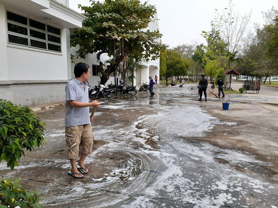 วันศุกร์ ที่ ๒๐ มีนาคม ๒๕๖๓ เจ้าหน้าที่พิพิธภัณฑสถานแห่งชาติ ขอนแก่นร่วมใจทำความสะอาด  ตามแนวทางการปฏิบัติและมาตรการป้องกันการแพร่ระบาดของเชื้อไวรัส COVID - 19