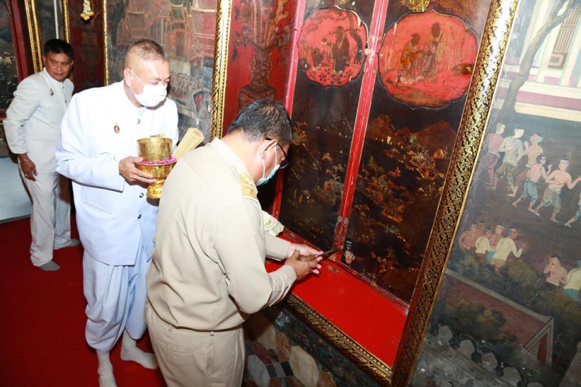 กรมศิลปากรซ่อมแซมบานไม้ประดับมุกศิลปะญี่ปุ่นวัดราชประดิษฐฯ